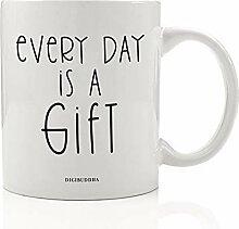"Kaffeetasse mit Aufschrift ""Everyday is a"