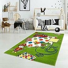 Kinder Teppich Spielteppich Flachflor Junior mit Drachen Feuerwehrmann Motiv in Grün für Kinderzimmer Größe 133x190 cm