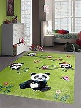 Kinderteppich Spielteppich Kinderzimmerteppich Panda mit Eulen Schmetterlinge und Vögeln in Grün, Größe 160x230 cm