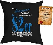 Kissen zum Geburtstag: Männer werden gleich geschaffen, 82er Generation... - Geschenk Set mit gratis Urkunde - Zierkissen, Couchkissen - schwarz