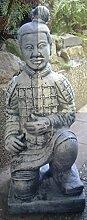 Knieender Chinesischer Krieger 86 cm hoch und 70 Kg schwer