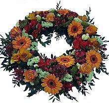 Kranz Beerdigung in orange mit frischen Blumen von