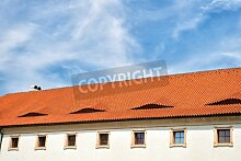 "Leinwand-Bild 80 x 50 cm: ""House roof with terracotta tiles in Prague, Czech Republic, on cloudy blue sky background. Architecture, structure, design conce"", Bild auf Leinwand"