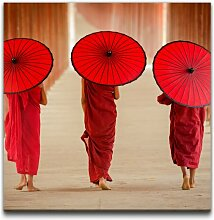 Leinwandbild Frauen mit Regenschirmen East Urban