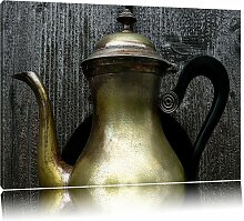 Leinwandbild Stilvolle alte Teekanne aus Metall