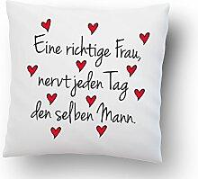 Liebeskissen ''Eine richtige Frau, nervt jeden Tag den selben Mann.'' - Deko-Kissen - Romantische Geschenkidee - weiß 40cm x 40cm - Kissen inkl. Füllung - Liebe - Schatz - Beziehung