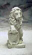 Löwe mit Schild rechts, stone lion, Gartenfigur, Steinfigur, Steintier Farbe sandstein