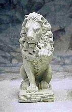 Löwe rechts, stone lion, Gartenfigur, Steinfigur,