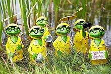 Lustige Gartenfigur / Metallfigur für Garten – 1 Stück (Zufälliges Modell) - Fischers Fritz - Höhe 21cm - Hochwertige Gartendeko – Metall Tierfigur - Witzige & Dekorative Außenfigur - Dekofrosch im Regenmantel