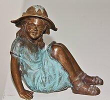 Mädchen mit Hut, Skulptur aus Bronze