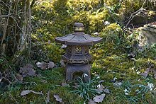 Massive japanische Steinlaterne Yukimi Oki Gata Farbe exklusiv Steinguss frostfes