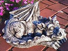 Massiver großer schlafender Stein Drachen Gartendeko aus Steinguss frostfes