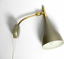 Mid-Century Wandlampe mit Glanzlack & Messinghals