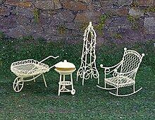 Mini-Garten 4tlg. Metall Schubkarre Grill Schaukelstuhl Mini-Gartengarnitur