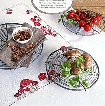 Modell-Tischdecke Fliegenpilze, bereits per Hand fertig gestickt (Handarbeit)
