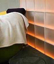 Moderne LED-beleuchtete Glassteinwand für z.B. das Treppenhaus (175,5x97,5cm) Light my wall®