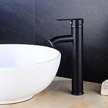 Moderner und einfacher Wasserhahn, Badarmatur aus