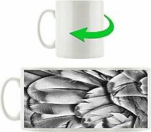 Monocrome, Bunte Papageienfedern, Motivtasse aus weißem Keramik 300ml, Tolle Geschenkidee zu jedem Anlass. Ihr neuer Lieblingsbecher für Kaffe, Tee und Heißgetränke
