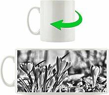 Monocrome, Exotische lila Krokusse, Motivtasse aus weißem Keramik 300ml, Tolle Geschenkidee zu jedem Anlass. Ihr neuer Lieblingsbecher für Kaffe, Tee und Heißgetränke