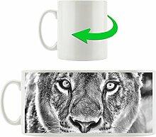 Monocrome, schöne Löwin, Motivtasse aus weißem