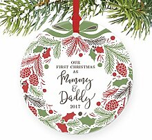 Our First Christmas As Mommy & Daddy neuen Eltern Urlaub Kranz rund Weihnachten Ornament Andenken Xmas Tree Dekoration Hochzeit Jahrestag Geschenk Weihnachtsbaum Geschenk Idee