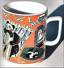 PANDA (Grundfarbe rot) BÄR BOPLA! Maxitasse 0,3l Serie Wildlife Classics Kaffee- Tee- Glühwein- Becher, Maxi Tasse, Mug, Maxi Taza, Maxi Cup, Maxit Taza 0,3 l, 10-1/2 fl. oz. Einzelgewicht: 302g - Geeignet für alle heißen und kalten Getränke. Ihre Geschenk-Idee zum Sammeln. Platzsparend stapelbar. In verschiedenen Dekoren und Farbvariationen zur Auswahl Schweizer Qualitätsproduk