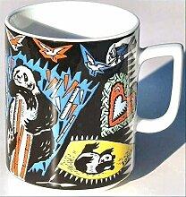 PANDA (Grundfarbe schwarz) BÄR BOPLA! Maxitasse 0,3l Serie Wildlife Classics Kaffee- Tee- Glühwein- Becher, Maxi Tasse, Mug, Maxi Taza, Maxi Cup, Maxit Taza 0,3 l, 10-1/2 fl. oz. Einzelgewicht: 302g - Geeignet für alle heißen und kalten Getränke. Ihre Geschenk-Idee zum Sammeln. Platzsparend stapelbar. In verschiedenen Dekoren und Farbvariationen zur Auswahl BOPLA Porzellan kann bunt gemischt werden und es passt immer zusammen. So sieht Ihr Tisch jeden Tag anders, jeden Tag frisch aus. Ein Schweizer Qualitätsprodukt an dem Sie lange Jahre Freude haben werden