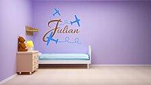 Personalisierte Wandtattoo Dekoration für ein Kinderzimmer. Name des Kindes und drei Ebenen. Wandaufkleber mit dem Namen eines Kindes. Drei Flugzeuge - Wanddekoration. Dekoration für ein Kinderzimmer.