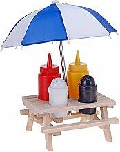 Picknicktisch- Set, Salz- und Pfefferstreuer, Ketchup- und Senfflache auf Holztisch mit Sonnenschirm