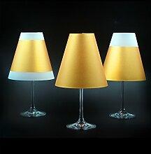 POETRY LIGHT · Goldene Lampenschirme für