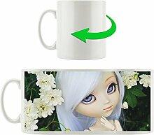 Puppe mit weißem Haar, Motivtasse aus weißem Keramik 300ml, Tolle Geschenkidee zu jedem Anlass. Ihr neuer Lieblingsbecher für Kaffe, Tee und Heißgetränke.