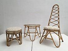 Rattan Hocker, Tisch & Stuhl mit Kunstfell Kissen