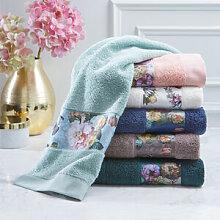 Romantisches Handtuch mit Blumen-Bordüre