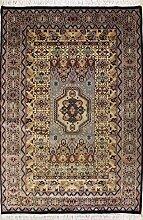 RugsTC 135 x 206 Caucasian Design Area Rug with