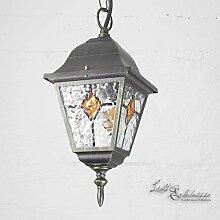 Rustikale Hängeleuchte Außenleuchte in antik gold mit Glas in Tiffany Optik mit Kettenpendel E27 230V Außenlampe Pendellampe Pendelleuchte Hängelampe Decke Hof Garten Beleuchtung