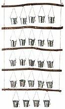 Rustikaler Adventskalender aus Holz mit 24 Eimern