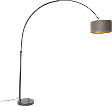 Schwarze Bogenlampe mit Velourskappe taupe mit