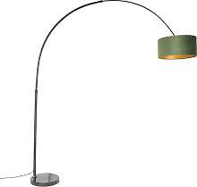 Schwarze Bogenlampe mit Veloursschirm grün mit