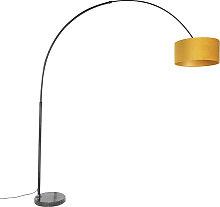 Schwarze Bogenlampe mit Veloursschirm ocker mit