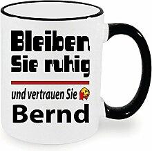 Schwarze Namenstasse Bernd bleibt ruhig. Nur