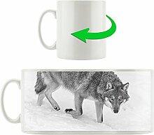 seltener Wolf im Schnee schwarz/weiß orange Augen, Motivtasse aus weißem Keramik 300ml, Tolle Geschenkidee zu jedem Anlass. Ihr neuer Lieblingsbecher für Kaffe, Tee und Heißgetränke.
