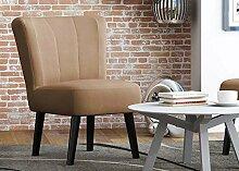 Sessel in beige mit wengefarbenen Holzfüßen,
