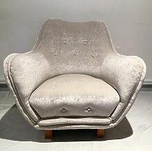 Sessel mit Knöpfen von Levy Carlssons