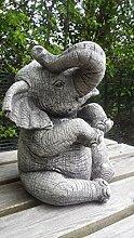 Skulptur Großer Elefant mit gehobenem Rüssel,
