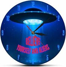smyzll Weltraum UFO Abduktion Wanduhr Glauben Sie