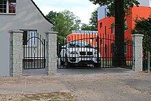 SO13 Einfahrtstor Hoftor Doppelflügeltor Gartentor Bellevue 300 x 150 cm, mit Pforte 94 cm, Komplett-Set inklusive 2 Torflügeln, 1 Pforte, 3 Natursteinoptik-Pfosten und Beschlägen. Gesamtbreite ist ca.521 cm