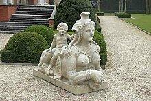 Sphinx mit Kind links, stone sphinx, Gartenfigur,