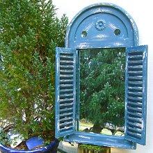 Spiegelfenster in tollem griechisch Blau