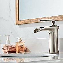 Spülbecken Waschtischarmaturen -Wasserfall