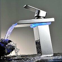 SQL Zeitgenössische Kupfer personalisierte Einzel LED Badezimmer Waschbecken Wasserhahn Chrom-Silber